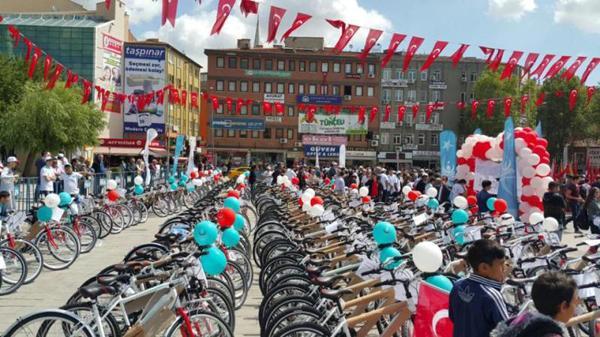 407 öğrenciye bisiklet dağıtıldı