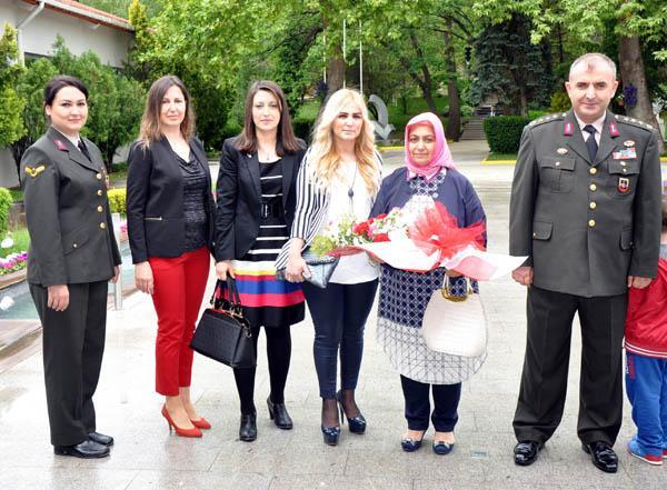 Jandarma Anneler gününü kutladı