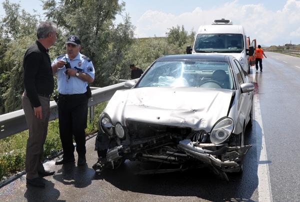 Zincirleme trafik kazası3'ü Polis 4 yaralı