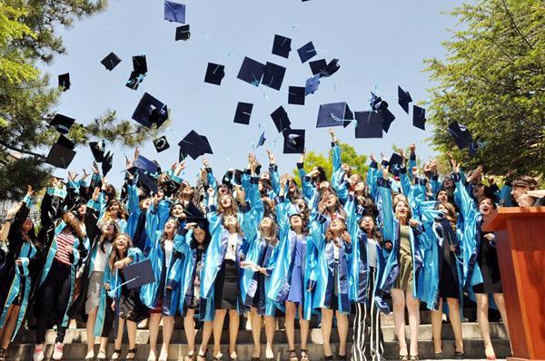 Alişen İğdeli 77 öğrenci mezun oldu