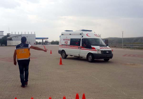 Ambulans sürüş teknik eğitimi