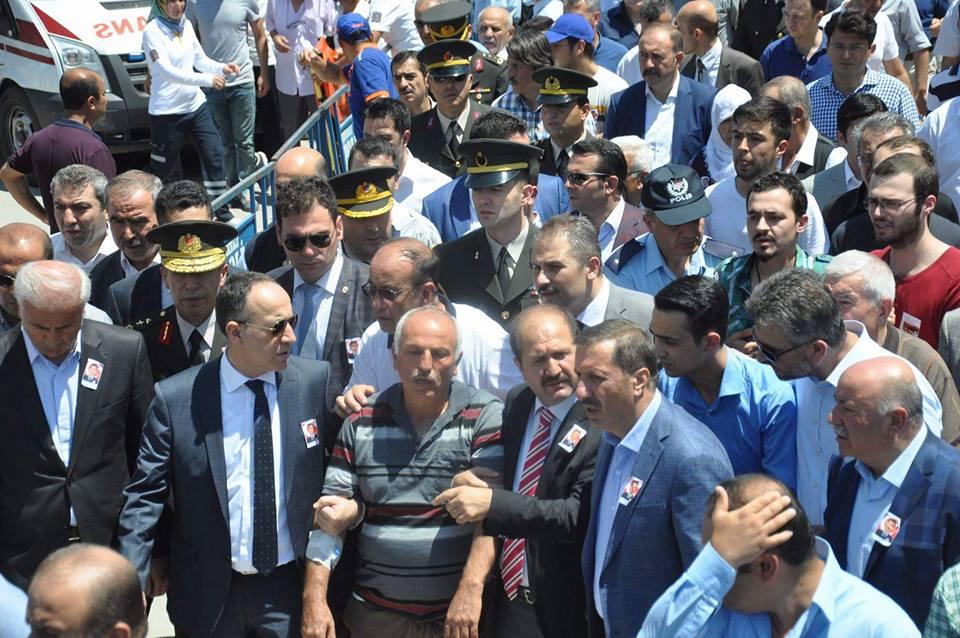 """DEMOKRASİ ŞEHİTLERİNE  """"ACI VEDA"""""""