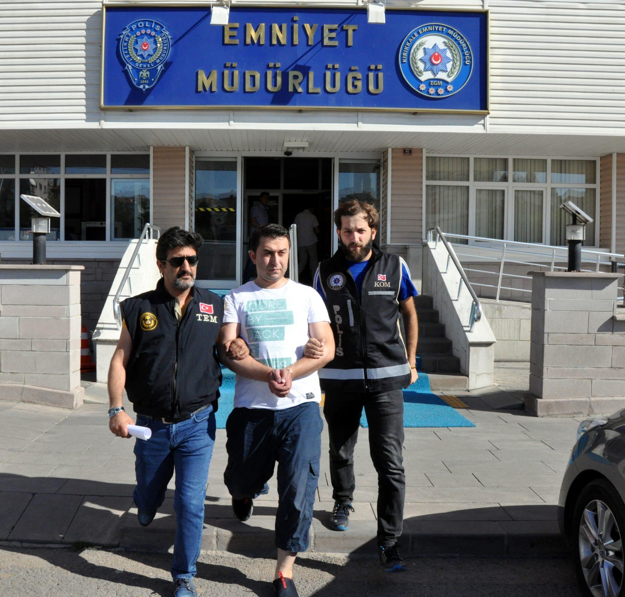 ÜNİVERSİTE'DEN FETÖCÜ FIŞKIRIYOR