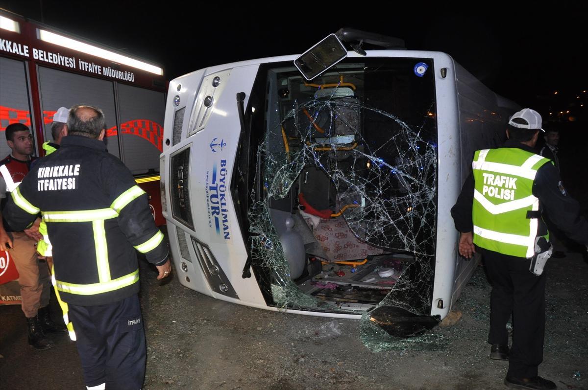 Kırıkkale'de midibüs devrildi