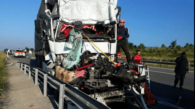 Tırla Otobüs Çarpıştı: 8 Yaralı