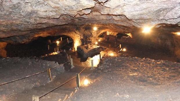 Sulu Mağara Turist Çekiyor