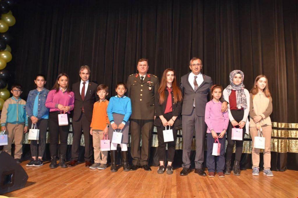 Kırıkkale Valisi Yunus Sezer, 24 Kasım Öğretmenler Günü dolayısıyla düzenlenen törene katıldı.