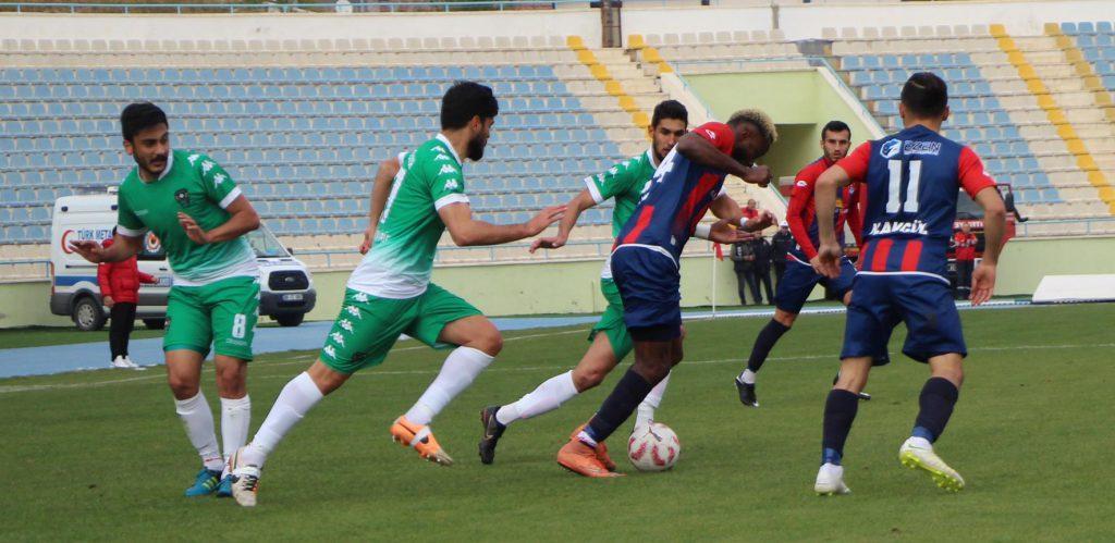 Bölgesel Amatör Lig 6´ncı grupta mücadele eden temsilcimiz Kırıkkale Büyük Anadoluspor, kendi sahasında Sarayönü Belediyespor´u 4-1 yenerek lider başladığı haftayı lider tamamladı.