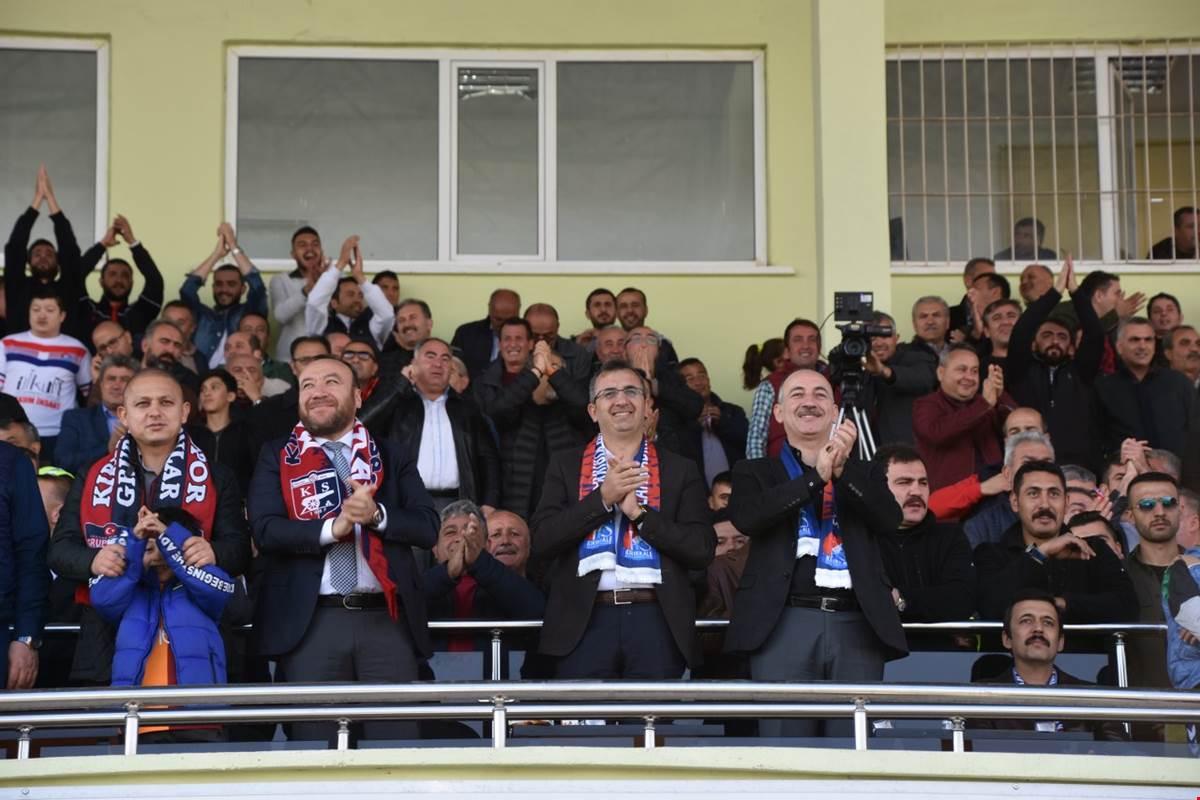 Başpınar stadyumunda Çubukspor ile kendi taraftarı önünde Çubukspor Luka'nın golü ile 1-0 maçı önde tamamlayan Kırıkkale Büyük Anadoluspor ligde zirveye yerleşti.