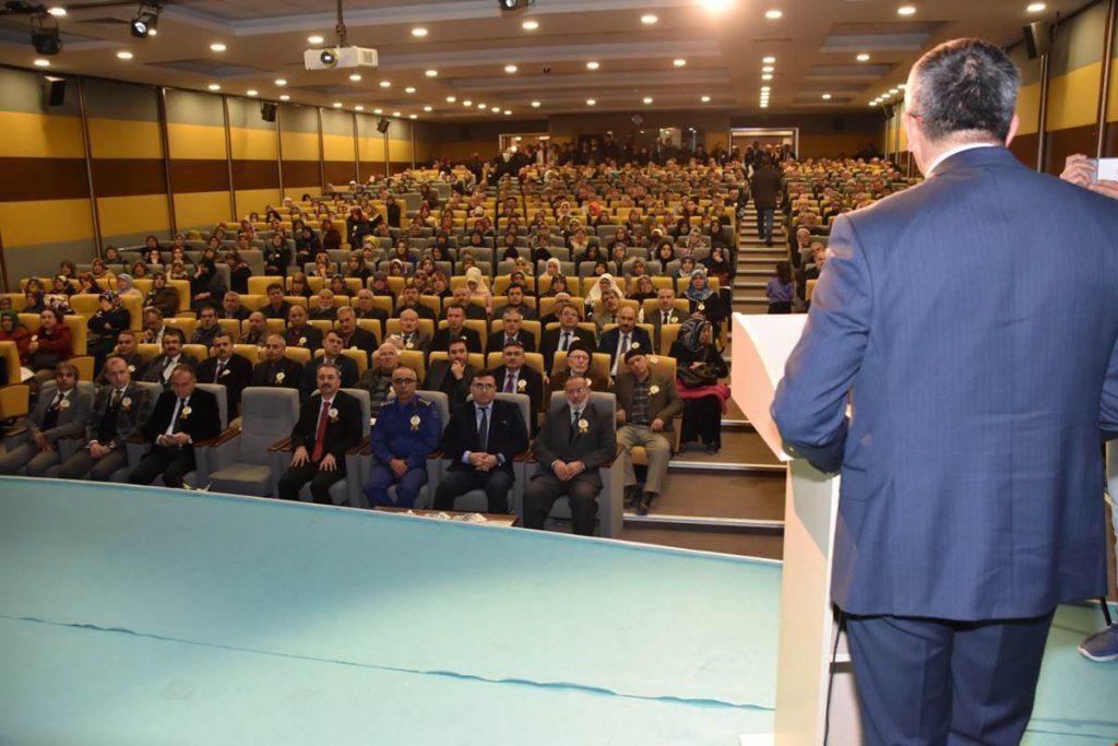 Kırıkkale'de Mevlit Kandili dolayısıyla program düzenlendi. Nur Cami ve Külliyesi Konferans Salonunda düzenlenen programda Kur'an-ı Kerim okundu, dua edildi.