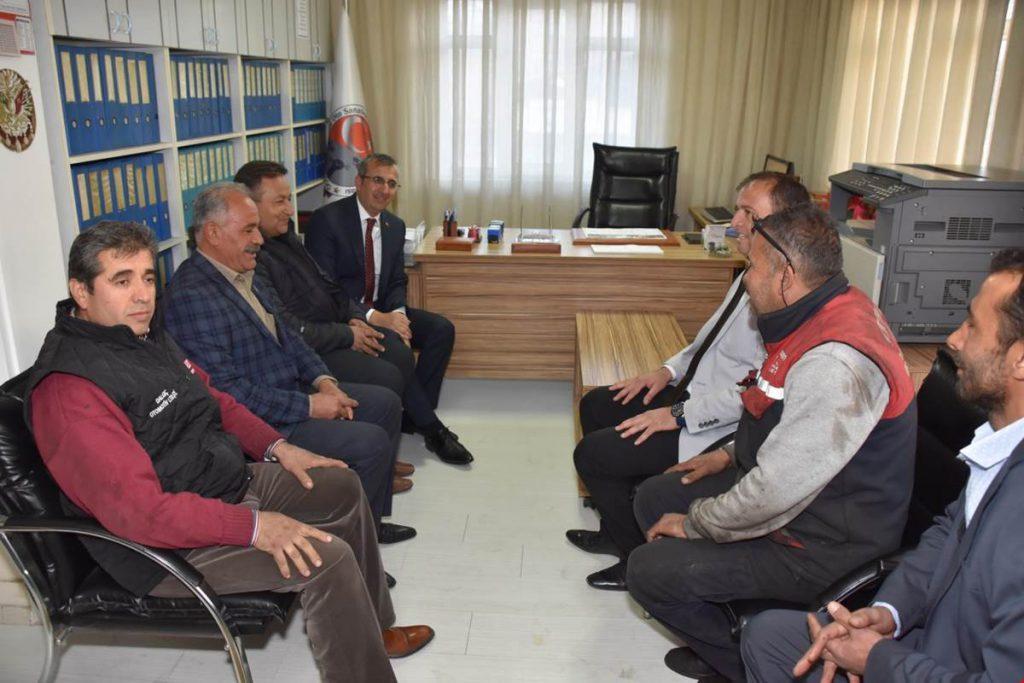 Kırıkkale Valisi Yunus Sezer mesai saatlerinden fırsat buldukça toplumun her kesimine ziyaretler gerçekleştiriyor.