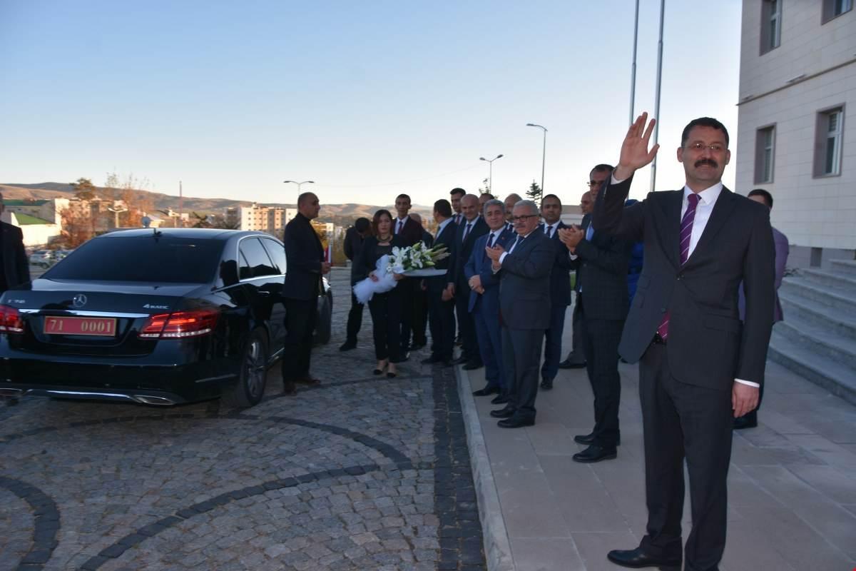 UĞURLAMA 6 - 'Gönüllerin Valisi' İlker Haktankaçmaz Kırıkkale'den Ayrıldı