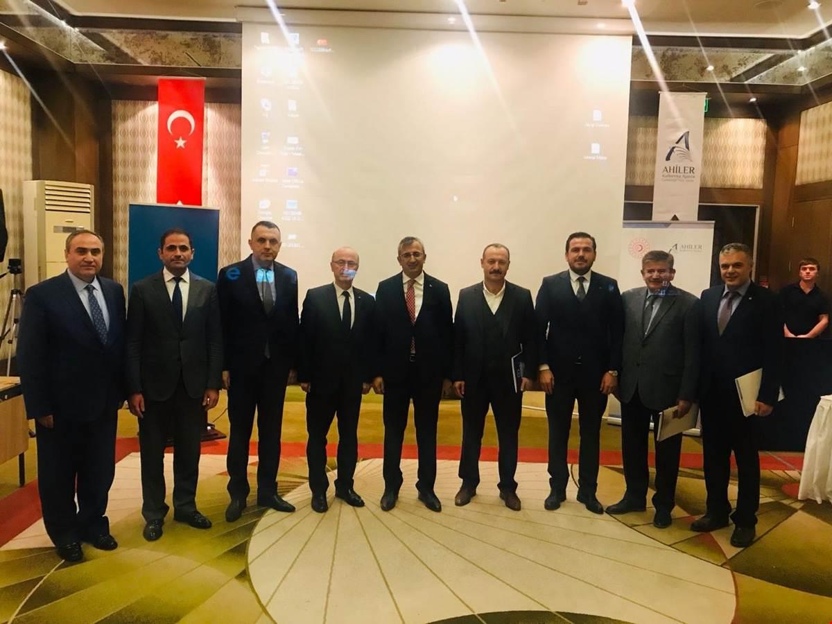 """Ahiler Kalkınma Ajansı Yönetim Kurulu Toplantısı, 27.11.2018 tarihinde,""""Milli Teknoloji, Güçlü Sanayi Hamlesi"""" konulu gündem maddesiyle ve yerel paydaşların katılımıyla Nevşehir ili Avanos İlçesi'nde gerçekleştirildi."""