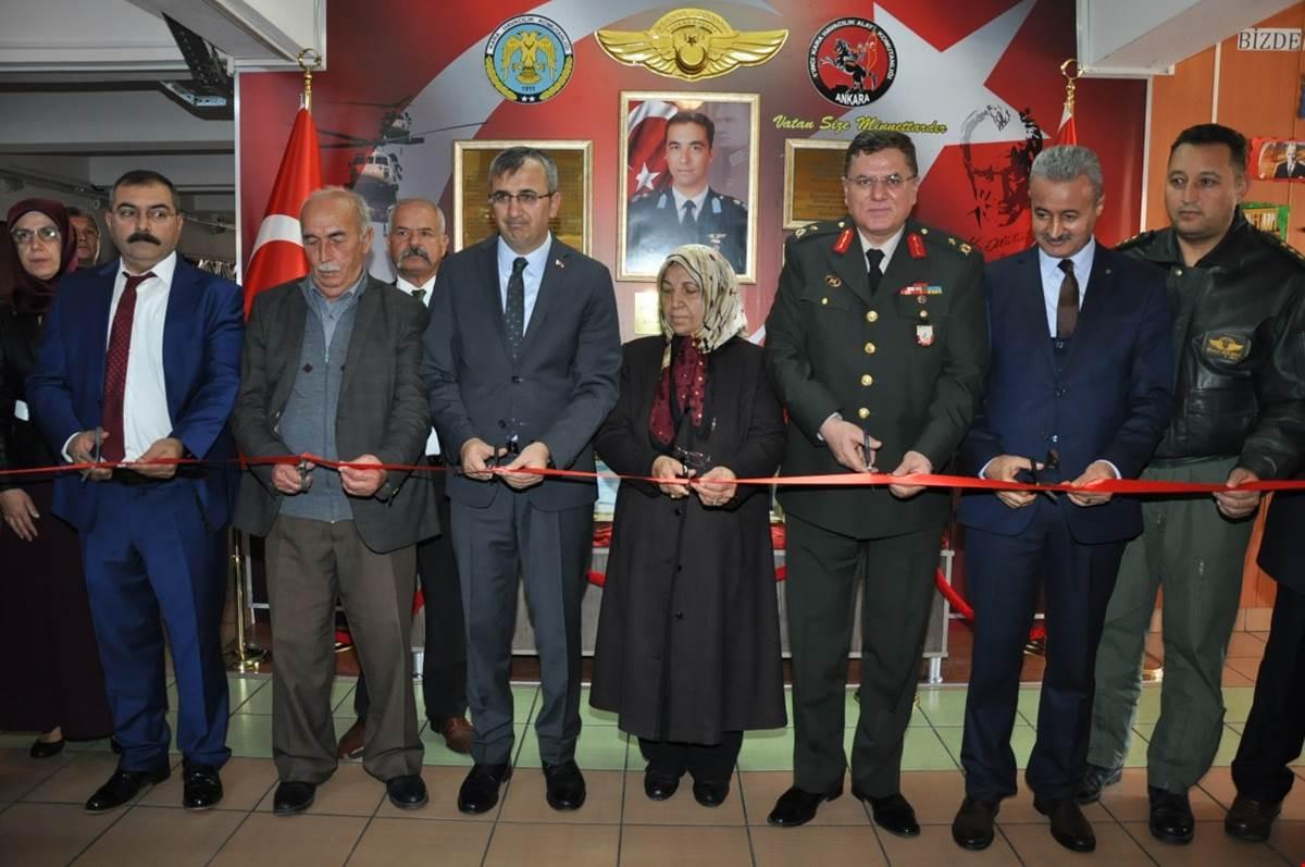 2013 yılında Ankara'da Kara Kuvvetleri-Kara Havacılık Komutanlığına ait ES 70 Skorsky helikopterin düşmesi sonucu şehit olan Kara Havacı Binbaşı Ahmet Duman'ın ismi doğum günü memleketi Kırıkkale'deki bir ilkokula verildi.