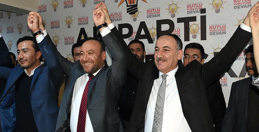 Ak Parti Kırıkkale Belediye başkan adayı ve mevcut belediye başkanı Mehmet Saygılı, Ak Parti il binasında basın toplantısı düzenledi.
