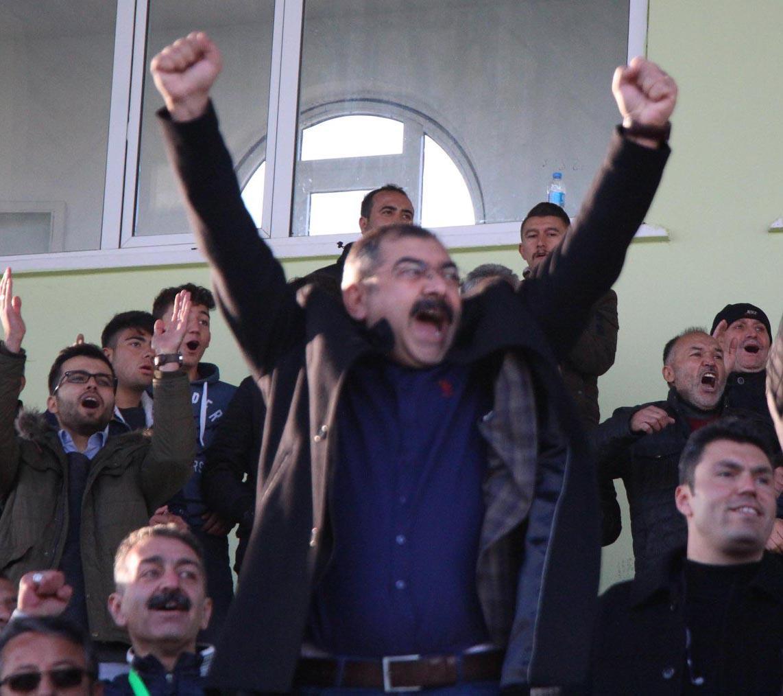 Kırıkkale Emniyet Müdürü Mahmut Çorumlu'nun Kırıkkale'ye ve Kırıkkaleliye olan sevdası hemşehrilerimiz tarafından takdirle ve memnuniyetle karşılanıyor.