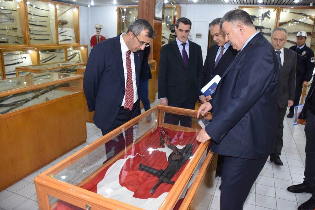 Kırıkkale Valisi Yunus Sezer, Makina ve Kimya Endüstrisi Kurumu Fabrikalarını ziyaret etti.