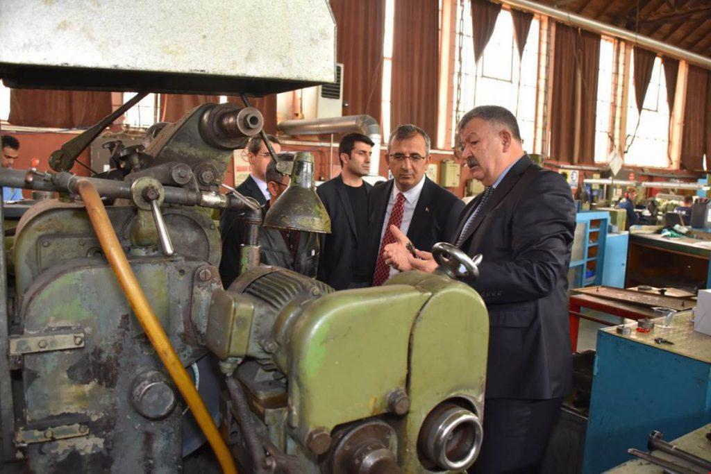 Kırıkkale Valisi Yunus Sezer, MKE Fabrikalarını Ziyaret Etti