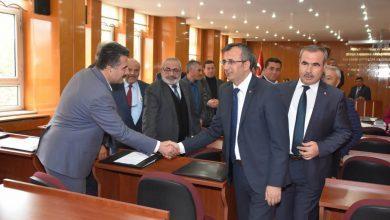Kırıkkale Valisi Yunus Sezer, Kırıkkale İl Genel Meclisine nezaket ziyaretinde bulunarak, meclisin gerçekleştirmekte olduğu 2018 Kasım ayı olağan toplantısı 17 nci birleşiminde meclis üyelerine hitap etti.