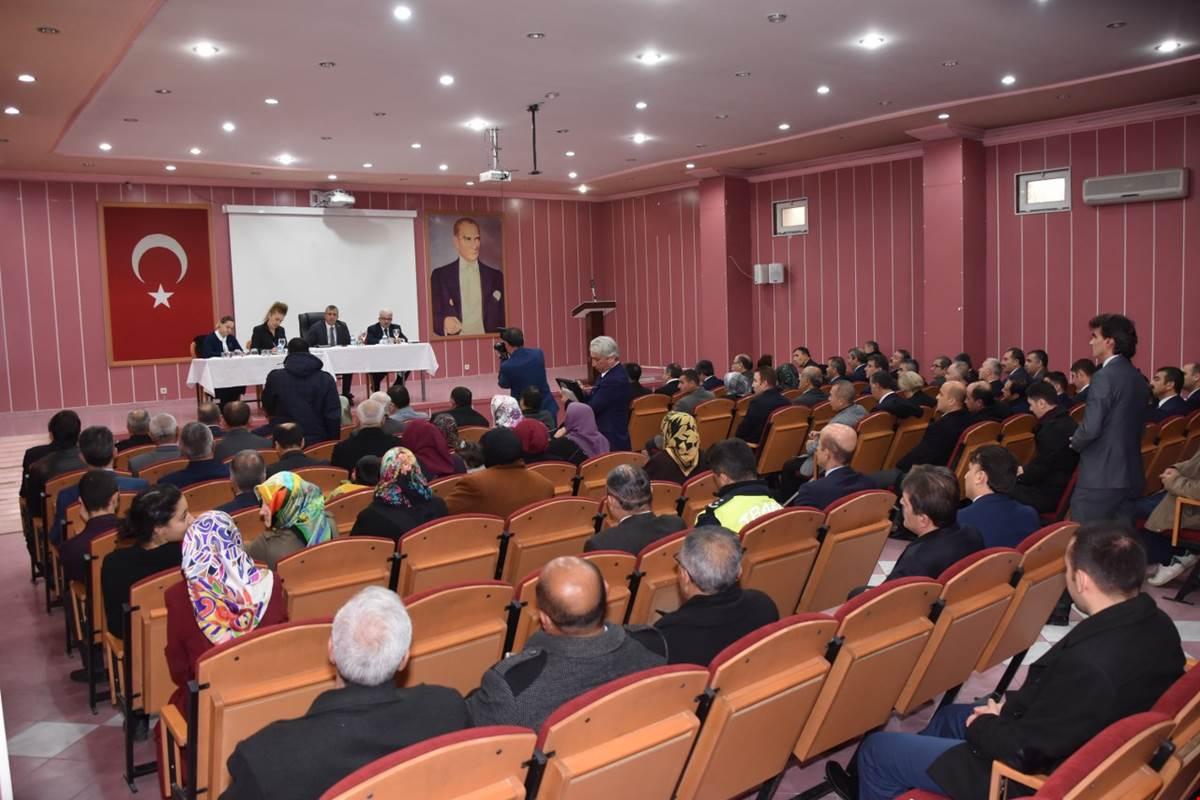 Halk toplantılarının Aralık ayı buluşması, Kırıkkale Valisi Yunus Sezer başkanlığında, vatandaşlarımızın katılımı ile gerçekleşti.