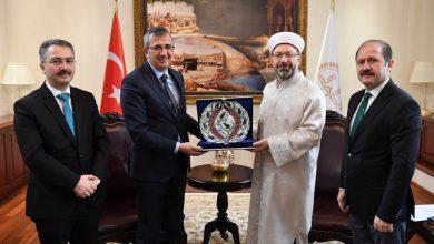 Makamında Kırıkkale heyetini kabul eden Diyanet İşleri Başkanı Prof. Dr. Ali Erbaş bir taraftan Kırıkkale'de devam eden yatırımlar hakkında bilgi alırken, diğer taraftan yatırımlara destek sözü verdi.