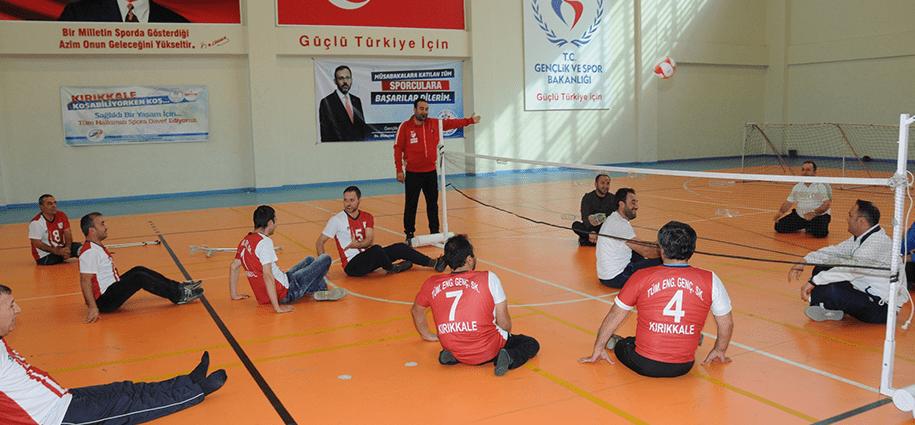 """Kırıkkale'de Gençlik Hizmetleri ve Spor İl Müdürlüğü ile Pakize Akalınlı Anaokulu tarafından hazırlanan """"Engel tanımam aşarım, babamla sporumu yaparım"""" projesi kapsamında program düzenlendi."""