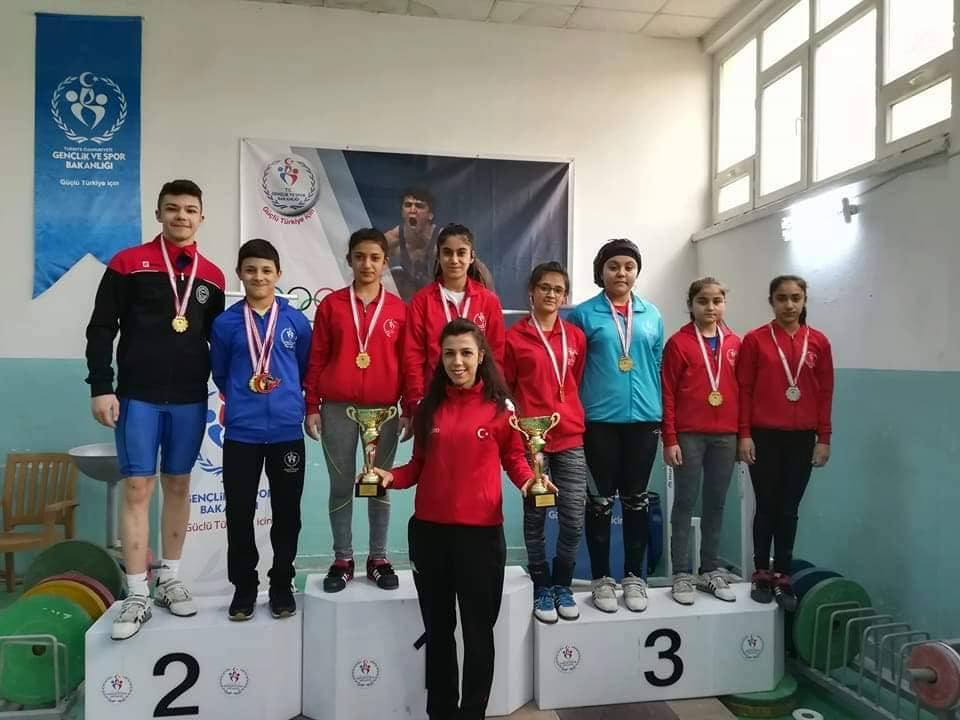 Ankara'da düzenlenen U15 – U17 Ferdi Türkiye Halter Şampiyonasında Kırıkkale'den katılan 9 sporcumuzun 6'sı Türkiye derecesi yaptı.