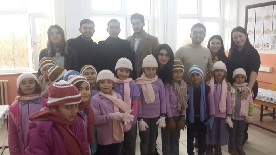 Kırıkkale Üniversitesi Öğrenci Konsey Başkanlığı ve Düşünsel Hukuk Topluluğu Sulakyurt ilçesinde bulunan Cumhuriyet İlköğretim okulunu ziyaret etti.
