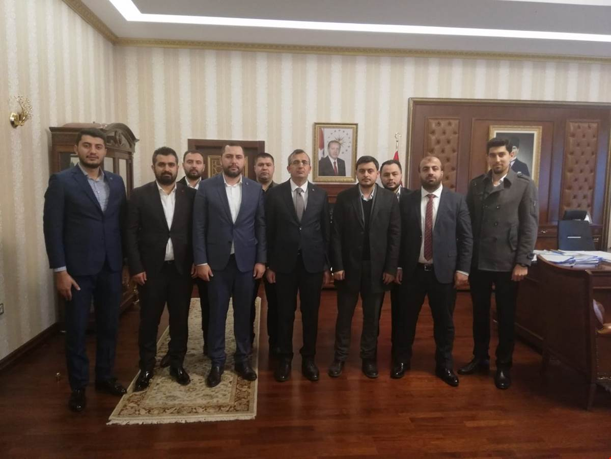 TÜGVA (Türkiye Gençlik Vakfı)'nın yeni yönetimi Kırıkkale'de yeni göreve başlayan Kırıkkale Valisi Yunus Sezer'i ziyaret etti.
