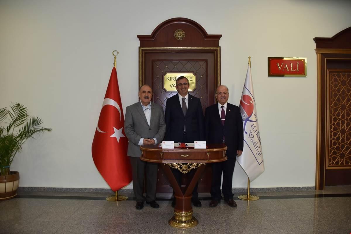Başbakan Eski Yardımcısı Beşir Atalay, Kırıkkale Eski Valisi Ali Kolat ile birlikte, Kırıkkale Valisi Yunus Sezer'e hayırlı olsun ziyaretinde bulundu.