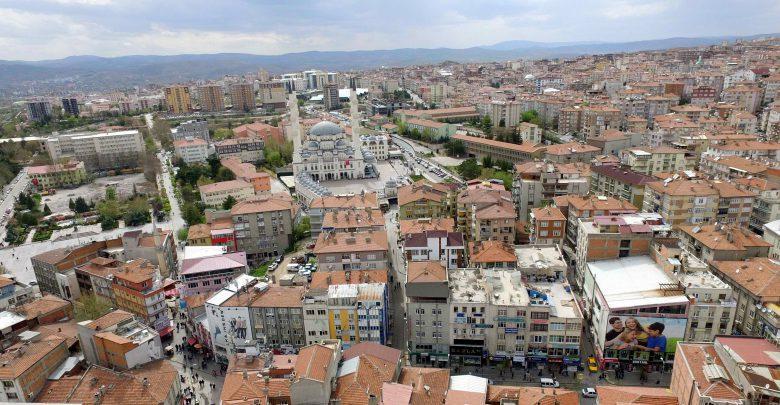 Kırıkkale, 9 ilçe (merkez dahil), 2 belde ve 185 köy ile tipik bir İç Anadolu ilidir. İlimizde 11 belediye teşkilatı mevcuttur. Bunlardan 1'i İl belediyesi, 8'i ilçe belediyesi, 2'si ise belde belediyesidir. Ayrıca 11 mahalli idare birliği bulunmaktadır.