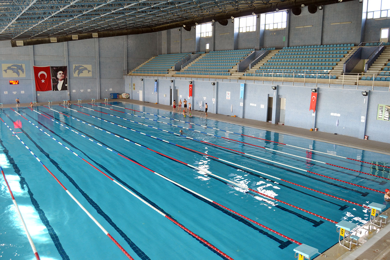 Gençlik ve Spor İl Müdürlüğü'nden yapılan açıklamada, olimpik yüzme havuzunun bakım ve yenileme çalışmaları nedeniyle 7 ay boyunca hizmet veremeyeceğini bildirildi.