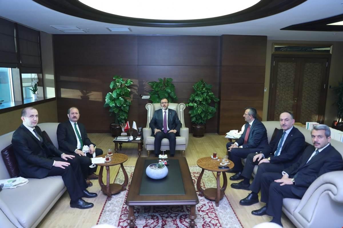 Kırıkkale Valisi Yunus Sezer, Kırıkkale Milletvekili Ramazan Can ve Belediye Başkanı Mehmet Saygılı ile birlikte Gençlik ve Spor Bakanı Dr.Mehmet Muharrem Kasapoğlu'nu makamında ziyaret etti.