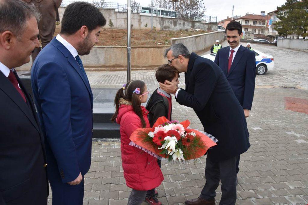 Kırıkkale Valisi Yunus Sezer, Delice ilçesinde bir dizi ziyaretlerde bulundu.