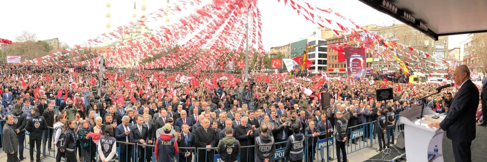 KIRIKKALE'DEKİ COŞKULU KALABALIK MEMNUNİYET VERİCİDİR 1 - MHP lideri Bahçeli'den Kırıkkale mitingine övgü