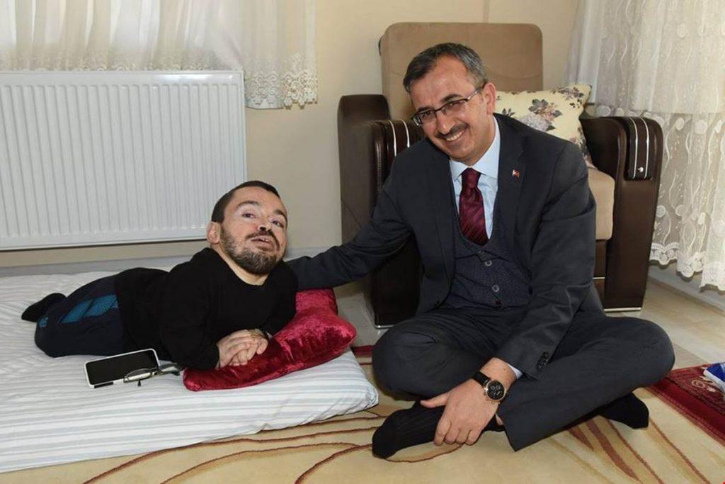 Kırıkkale Valisi Yunus Sezer, ' Muhabbete Engel Yok' Projesi kapsamında ziyaretlerini sürdürüyor.