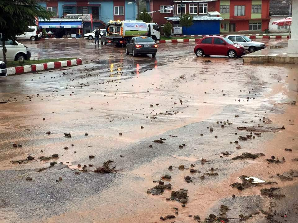 Sağanak yağış Sulakyurt'u vurdu 1 - Sağanak yağış Sulakyurt'u vurdu
