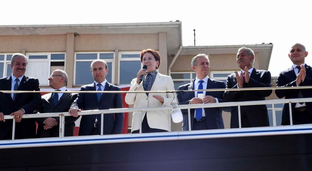Türkiyenin birliğe beraberliğe ihtiyacı var 1 - Türkiye'nin birliğe beraberliğe ihtiyacı var