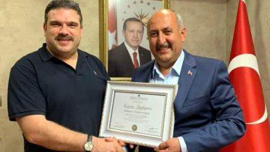 Photo of Türkyılmaz, diplomasını Rektör Çomaklı'nın elinden aldı