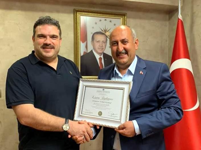 Türkyılmaz diplomasını Rektör Çomaklının elinden aldı 1 - Türkyılmaz, diplomasını Rektör Çomaklı'nın elinden aldı