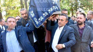 Photo of Başkan Bildik'in annesi toprağa verildi