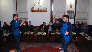 Photo of Sezer ve Saygılı, futbolcularla bir araya geldi
