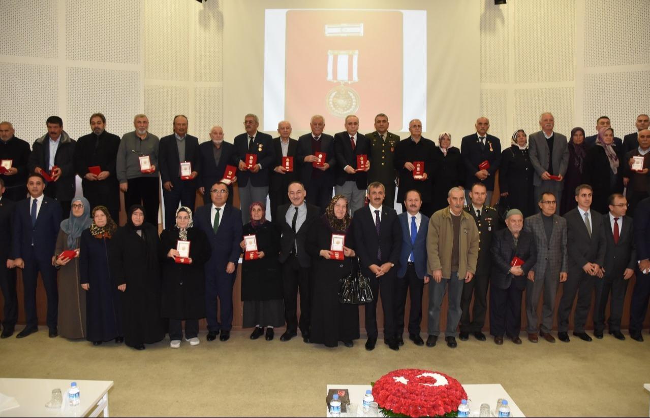 Kıbrıs Gazilerine madalya 1 - Kıbrıs Gazilerine madalya