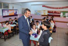 Photo of Vali Sezer kendisine mektup yazan öğrenciyi ziyaret etti