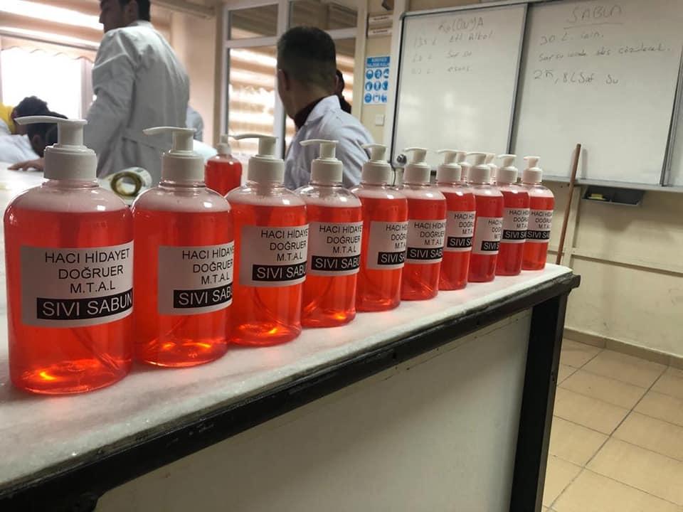 Öğrenciler sıvı sabun ve kolonya üretti 1 - Öğrenciler sıvı sabun ve kolonya üretti