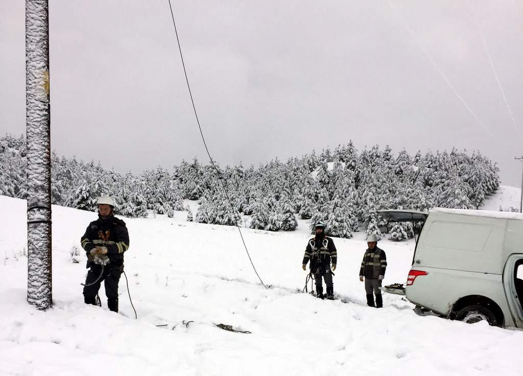 Başkent EDAŞ kış şartlarında çalışmalara devam ediyor 3 - Başkent EDAŞ kış şartlarında çalışmalara devam ediyor