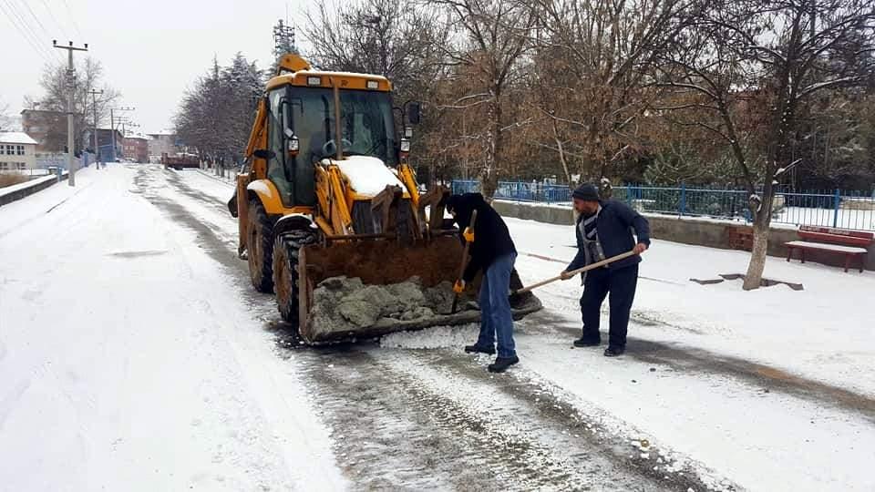 Sulakyurt belediyesinden kar mesaisi