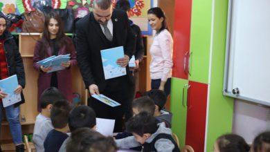 Photo of Ülkü Ocakları Öğrencilere Boyama Kitabı Dağıttı