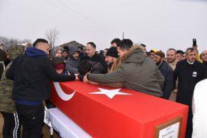 Suriye'nin İdlib kentinde rejimin saldırısı sonucu şehit düşen Kırıkkaleli Piyade Uzman Onbaşı Davut Özcan(25), Nur camiinde kılınan cenaze namazından sonra son yolculuğuna uğurlandı.