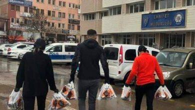 Photo of Bülent börek, görevlilere börek ikram etti